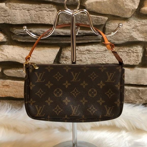 35bce2864884 Louis Vuitton Handbags - Louis Vuitton Monogram Pochette Accessories